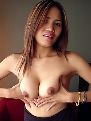 Lovely Thai coed reveals perfect body and pussy