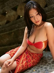 Hiroko Sato Japanese bikini babe looking sexy at the beach