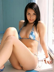 Captivating gravure idol chick allures in her little blue bikini