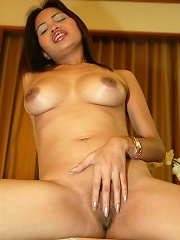 Slender Thai girlfriend O shows off for her man who takes pics of her