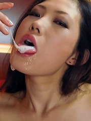 Japanese beauty Yui Komine eating hot cum after fucked