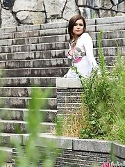 Hot avidol Maria Ozawa is posing outdoor