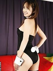 Ami Matsuda pleasured by a big vibrator